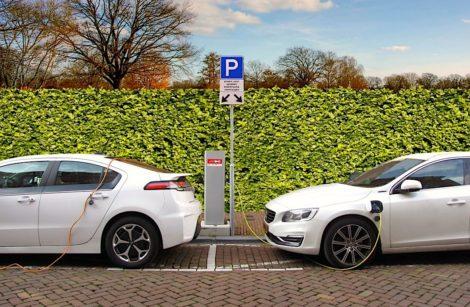 Voitures électriques: près de trois fois moins de CO2 que les essence ou diesel…