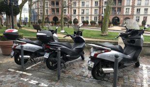 Deux et trois roues motorisés, le stationnement payant en ligne de mire!