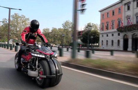 Deux motos volantes: Speeder aux États-Unis et Lazareth en France!